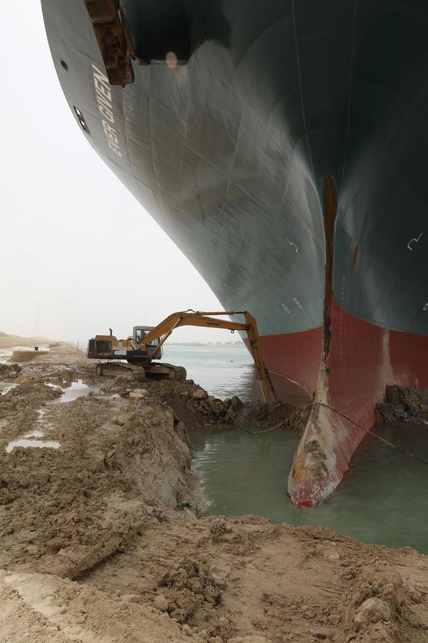 egyptian-suez-canal-ship-stuck.jpg