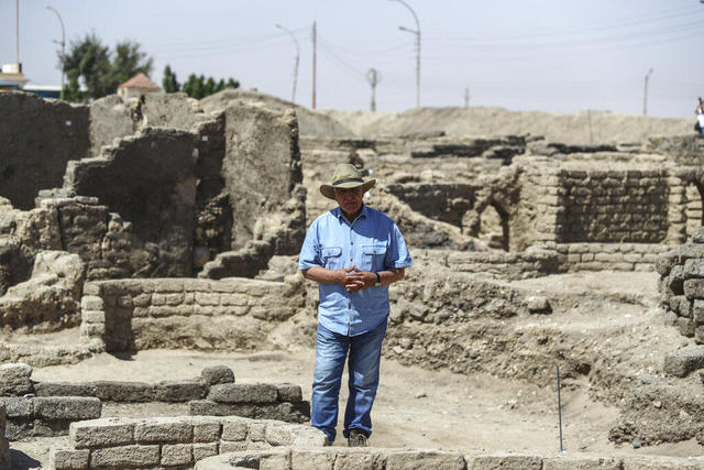 """Famed Egyptian archaeologist reveals details of 3,000-year-old """"lost golden  city"""" - CBS News"""