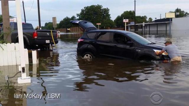 Flash flooding threatens homes, roads in Texas, Swahili Post