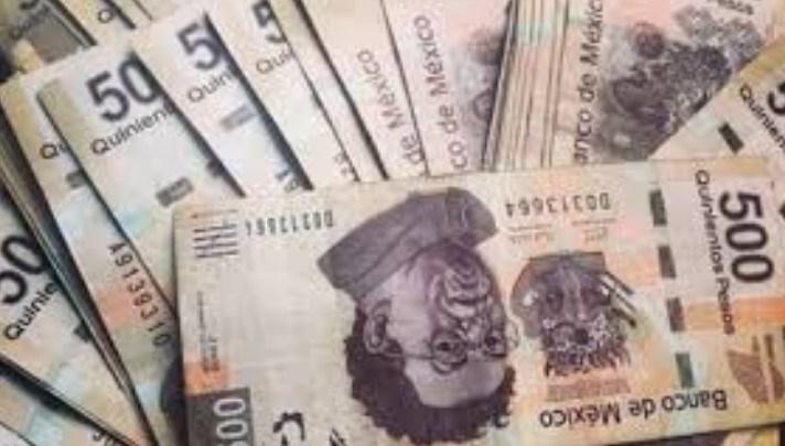 Vende auto y le pagan con ¡125 'billetes' de 500 falsos!