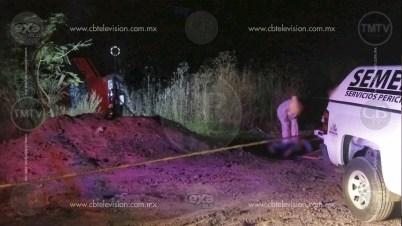 Al lado de sus pequeños hijos fallece mujer en volcadura de vehículo cerca de Misión del Valle