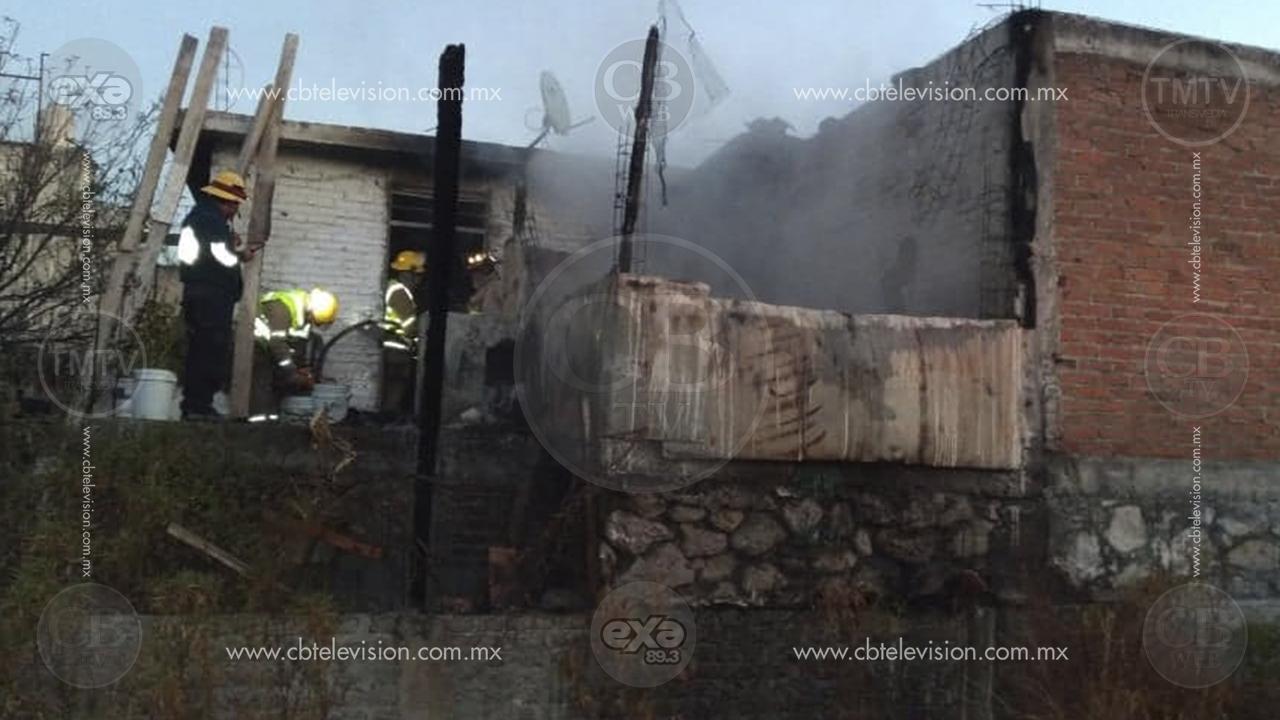 Bomberos apagan incendio de casa al sur de Morelia