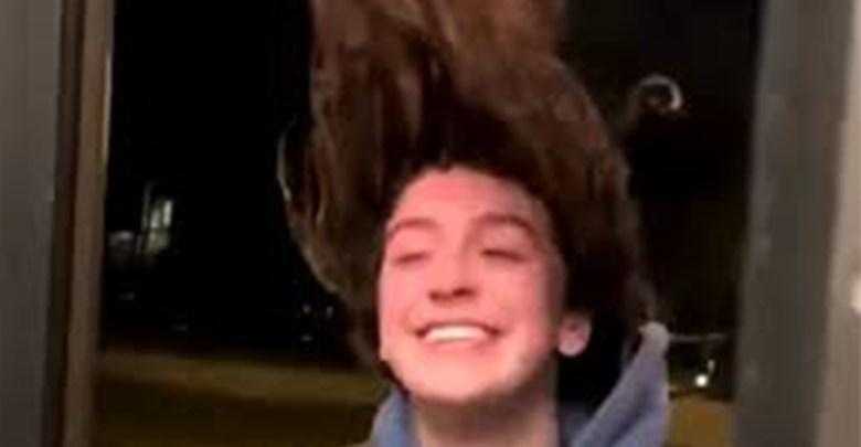 Video: Se le congela el cabello a joven al salir de su casa