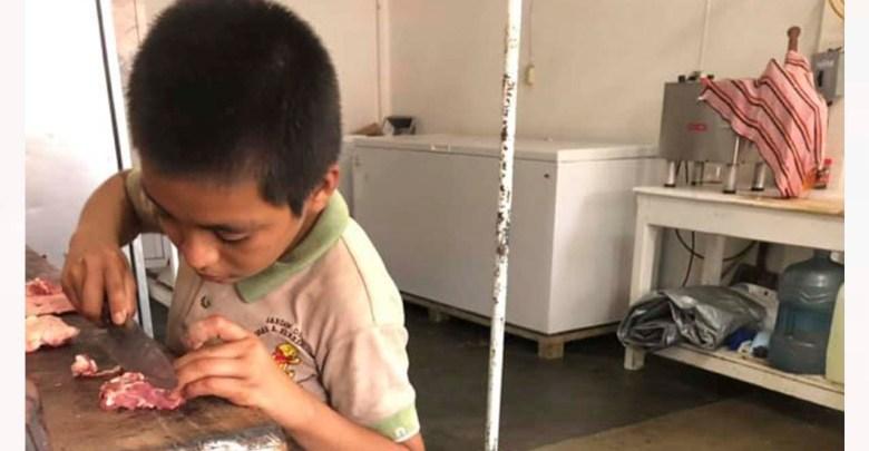 Jorge, un niño que con ocho años trabaja para ayudar a su abuelita y hermanos