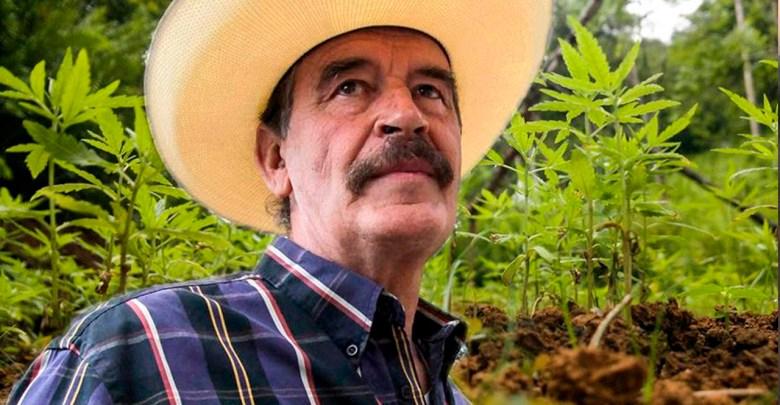 Captan a Vicente Fox vaporizando lo que parece ser marihuana
