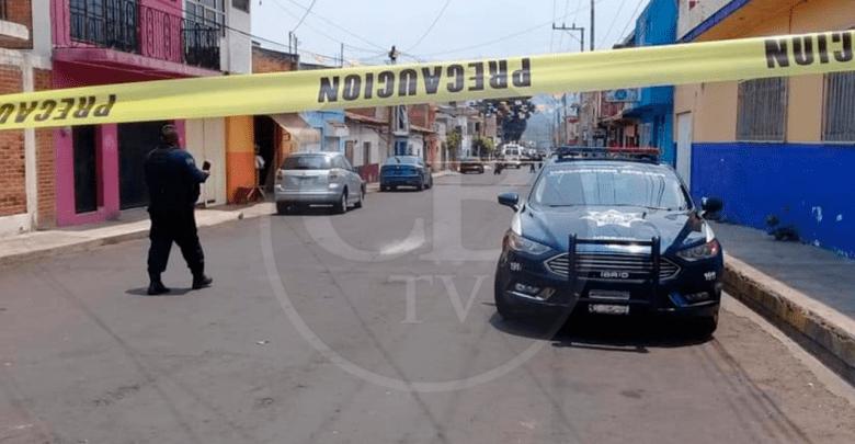 A balazos ejecutan a un hombre en calles de Zitácuaro