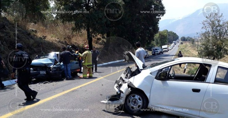 Hombre queda prensado al protagonizar aparatoso choque en Chilchota