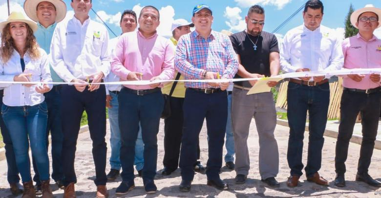 Víctor Manríquez entregó 5 obras y arrancó dos más por 14.3 MDP en comunidades de la zona norte