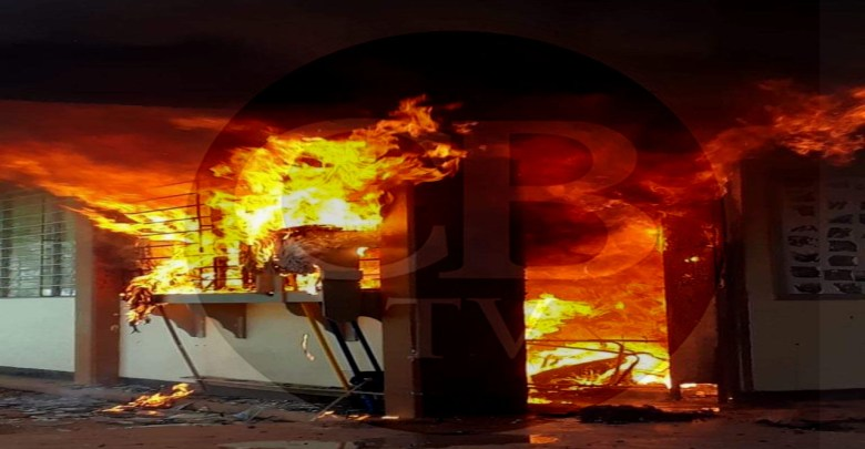 Arde en llamas una secundaria de Purépero
