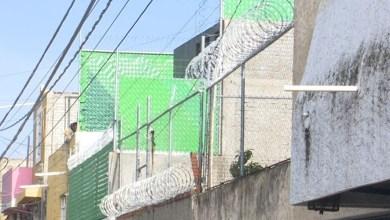 Por inseguridad, vecinos de la Gertrudis Bocanegra colocan doble seguro y candados