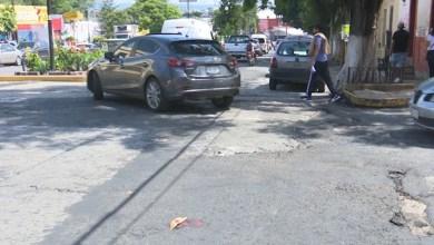 La calle Guadalupe Victoria siempre presenta desperfectos en la carpeta asfáltica, que la arreglen, exigen ciudadanos