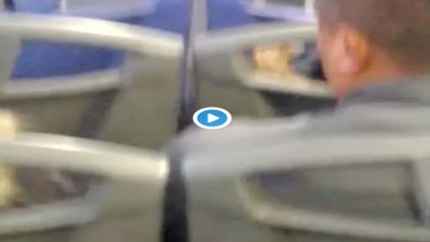 Video: Captan a hombre manoseando a mujer dormida en el transporte público