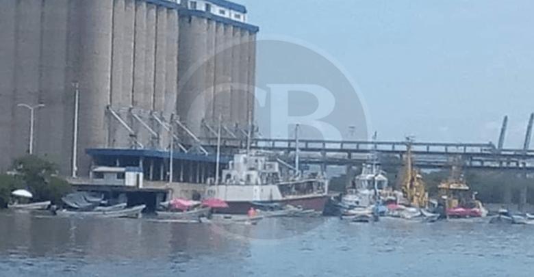 Pescadores mantienen bloqueo marítimo