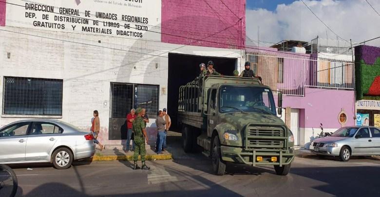 Ejército Mexicano transporta dos mil cajas de libros de texto gratuitos