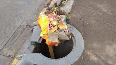 Alcantarilla en malas condiciones estropea vialidad en calzada Juárez