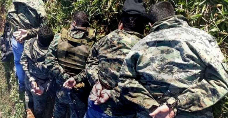 Caen cinco sicarios con armas, droga y casi un millón de pesos en efectivo