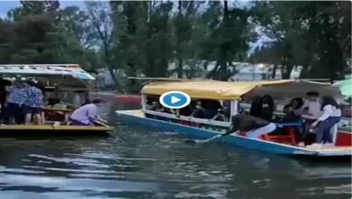 Video: Captan el momento en que una joven cae de trajinera en Xochimilco
