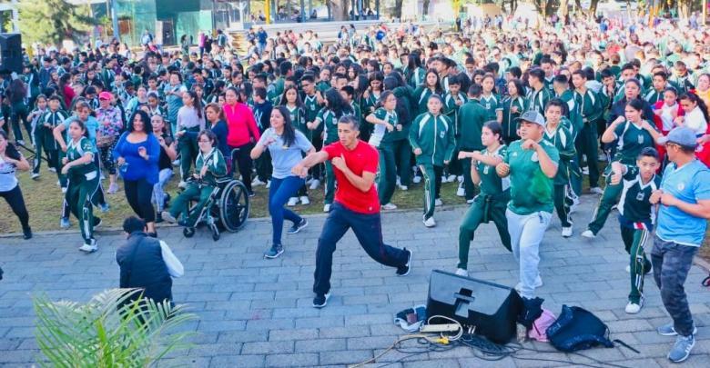 Más de 2 mil estudiantes participaron en jornada de activación física