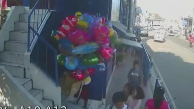 "Photo of Video: Adolescentes le prenden fuego a un vendedor de globos ""por diversión"""