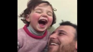 Photo of Padre que fingía que explosiones de bombas eran un juego para que su hija no se asustara logra escapar de Siria