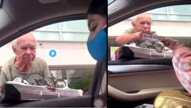 Photo of Video: Varias personas están repartiendo dinero a vendedores ambulantes para ayudarlos ante el Covid-19