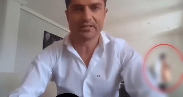 Video: Mujer semidesnuda aparece durante una transmisión y revela infidelidad