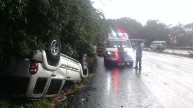 Photo of Vuelca camioneta a unos pasos de Casa de Gobierno