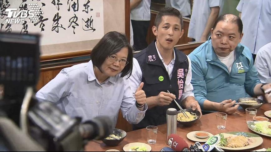 戰蔣萬安!陪吳怡農吃鵝肉 總統讚:很勇敢│TVBS新聞網