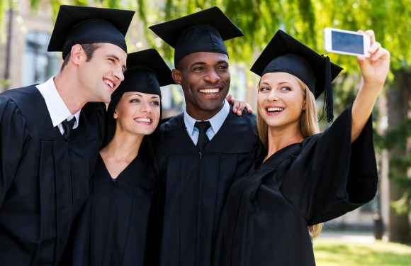 From blinging to #hashtagging, how to enjoy your graduation day!