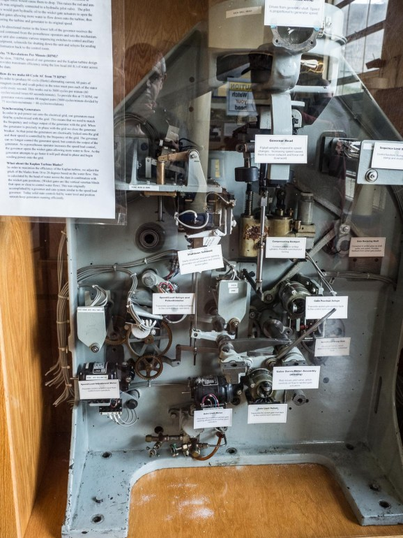 Electro-mechanical flow regulator (see text)