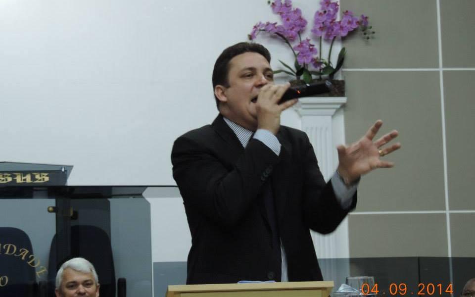 Pastor Alexssandro Linares