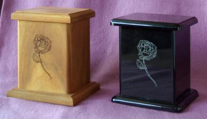 Urn-Roses-Wood-Black