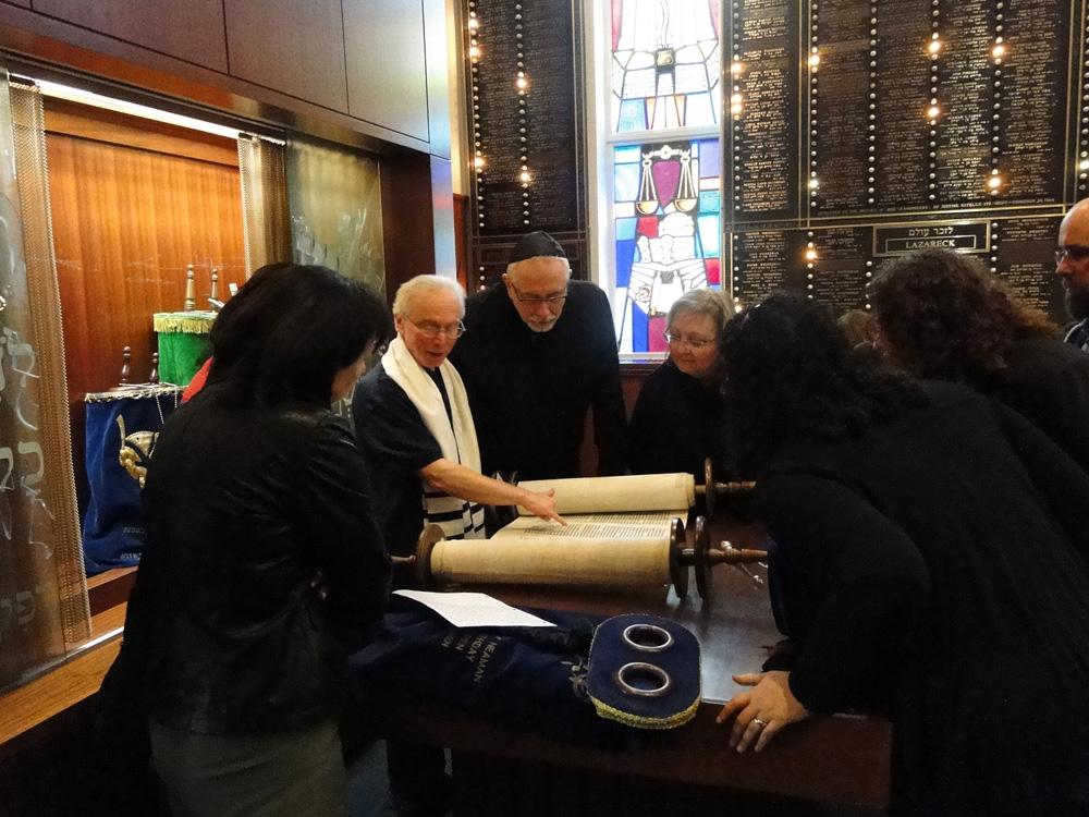 Student visit Shaarey Zedek synagogue