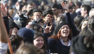 """Confech realiza marcha nacional: """"Todos por la educacion Publica""""."""