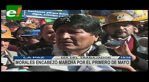 Evo celebra con la COB, firma el aumento salarial y pide construir la Plaza de la Revolución