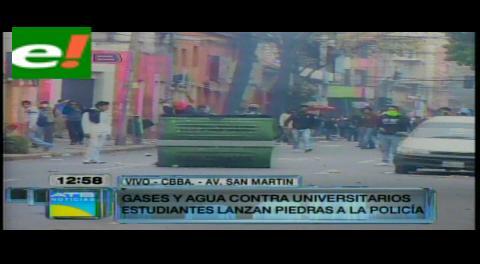 Nuevo enfrentamiento entre estudiantes de la UMSS y la policías