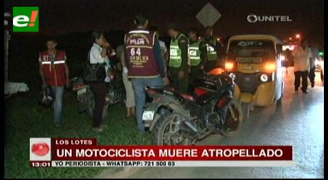 Un motociclista muere atropellado