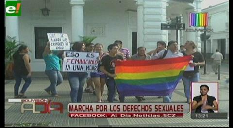 Piden tipificar de feminicidio la muerte de una transexual en Santa Cruz