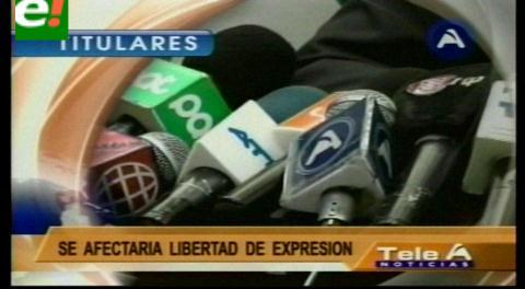 Titulares de TV: Oposición teme que el Gobierno utilice las licencias para cerrar medios de comunicación