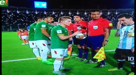 Blooper boliviano durante el himno de Argentina