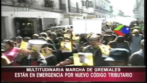 Gremiales marchan en contra del proyecto de ley de modificación al Código Tributario