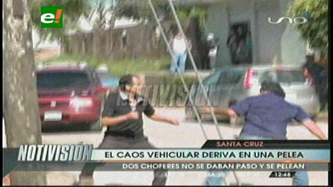 Santa Cruz: Caos vehicular deriva en una pelea entre dos taxistas