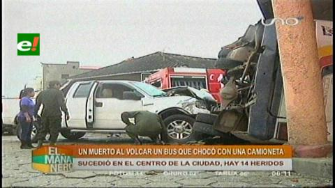 Camioneta embiste a micro, deja 1 muerto y 15 heridos