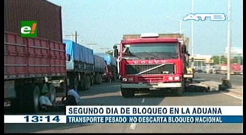 Transporte pesado bloquea por segundo día la Aduana en la carretera a Cotoca