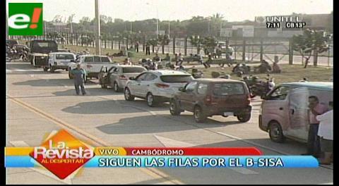 Santa Cruz: Siguen las filas en el Cambódromo para obtener las viñetas B-SISA