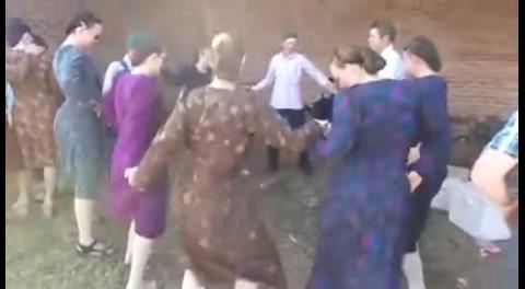 El video de menonitas bailando huayño se viraliza en las redes sociales