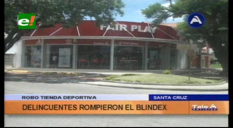 Delincuentes rompen vidrios para robar en una tienda deportiva