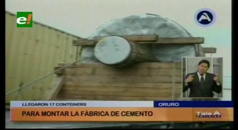 Llegan primeros 14 contenedores con equipos para la fábrica de cemento en Oruro