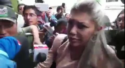 Así ingresó Gabriela Zapata a las instalaciones de la Fuerza Anticrimen en La Paz