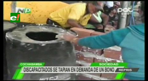 Cochabamba: Personas con discapacidad se tapian